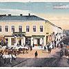 Площа Ринок, вид на вул. Ягайлонську (листівка 1917 р., зображення з сайту <a href=&quot;http://artkolo.org&quot;>artkolo.org</a>)