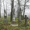 Старовинні надгробки на сільському цвинтарі