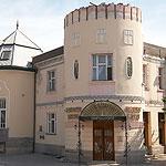 """Будівля колишнього казино (1912 р.), тепер – ресторан """"Золота пава"""""""